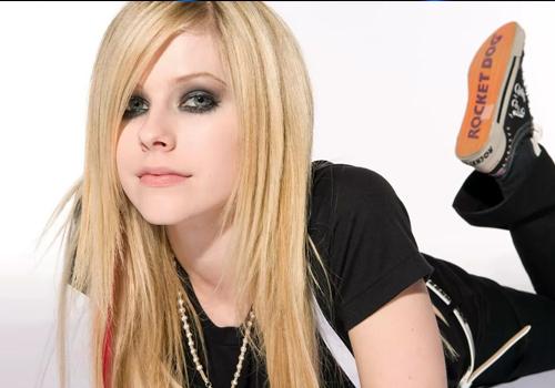 Avril Lavigne, ecco il nuovo singolo: Flames ft Mod Sun