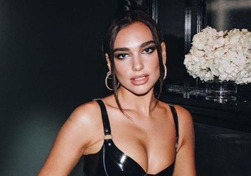 """Dua Lipa lascia Instagram: """"Scorrendo il feed mi sentivo a disagio"""""""